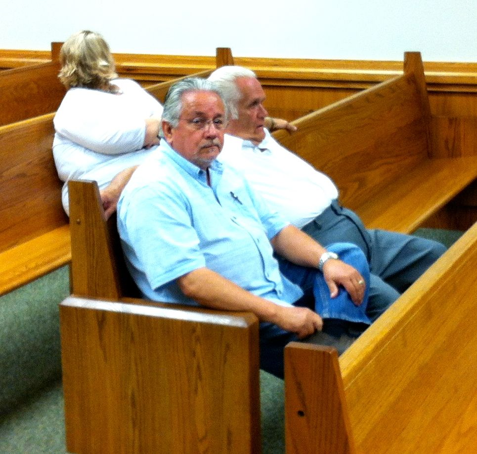 (LEFT) BACK ROW - BOBBIE JO KOGER; (RIGHT) ATTORNEY ROB WHITE INVESTIGATOR KENNY MYERS AND DEFENDANT LARRY JOE WHEELON